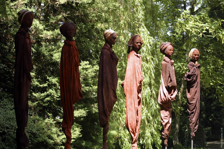 Armée de 100 femmes - Guy Lorgeret - Jardin des Arts 2006